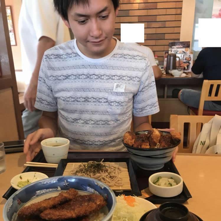 プライベートでも食べる事が大好きです。美味しいご飯屋さんは沢山知ってますので、ご来店の際はグルメ情報もお教えします(笑)