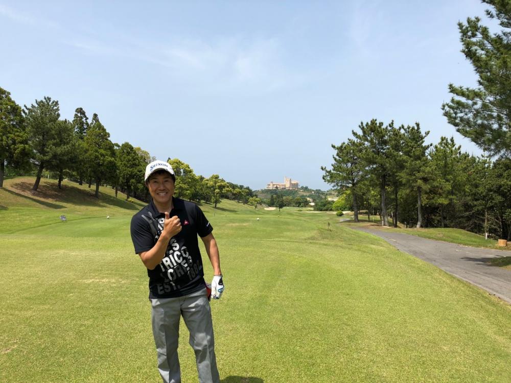 趣味でゴルフもしています。レッスンにも通ってけっこう真剣にやってます(笑)